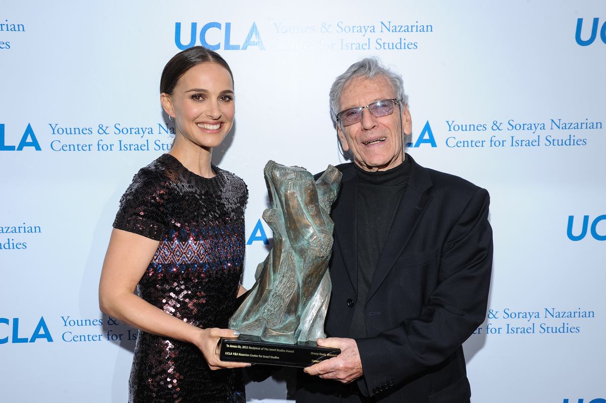 Natalie Portman and Amos Oz 5.5.15.jpg