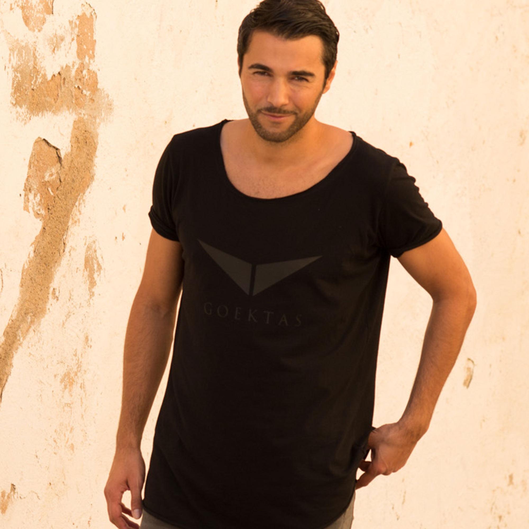 Black Hero Longshirt (35,00€)