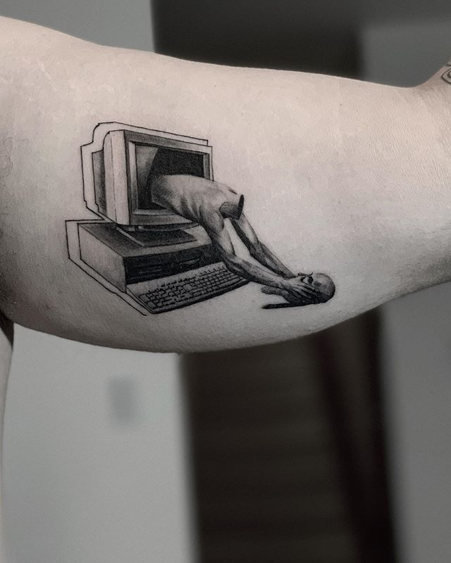 Thought you could escape 🌑🌑🌑 🌑🌑🌑 🌑🌑🌑 #snuffy #tattoo #tattooartist #realismtattoo #photography #tattoooftheday #minimalism #minimaltattoo #fineline #minimaltattoos #inked #tattooartist #littletattoo #retrominimal #thinline #Tattoodo #realism #nyc #brooklyn #willamsburg #tattooidea #contrast #contrast #minimal #art #ink #tattooing #tatuaje