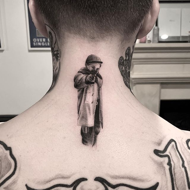 Protect thy neck  @rookxx 🌑🌑🌑 🌑🌑🌑 🌑🌑🌑 #snuffy #tattoo #tattooartist #realismtattoo #photography #tattoooftheday #minimalism #minimaltattoo #fineline #minimaltattoos #inked #tattooartist #littletattoo #retrominimal #thinline #Tattoodo #realism #nyc #brooklyn #willamsburg #tattooidea #contrast #contrast #minimal #art #ink #tattooing #tatuaje