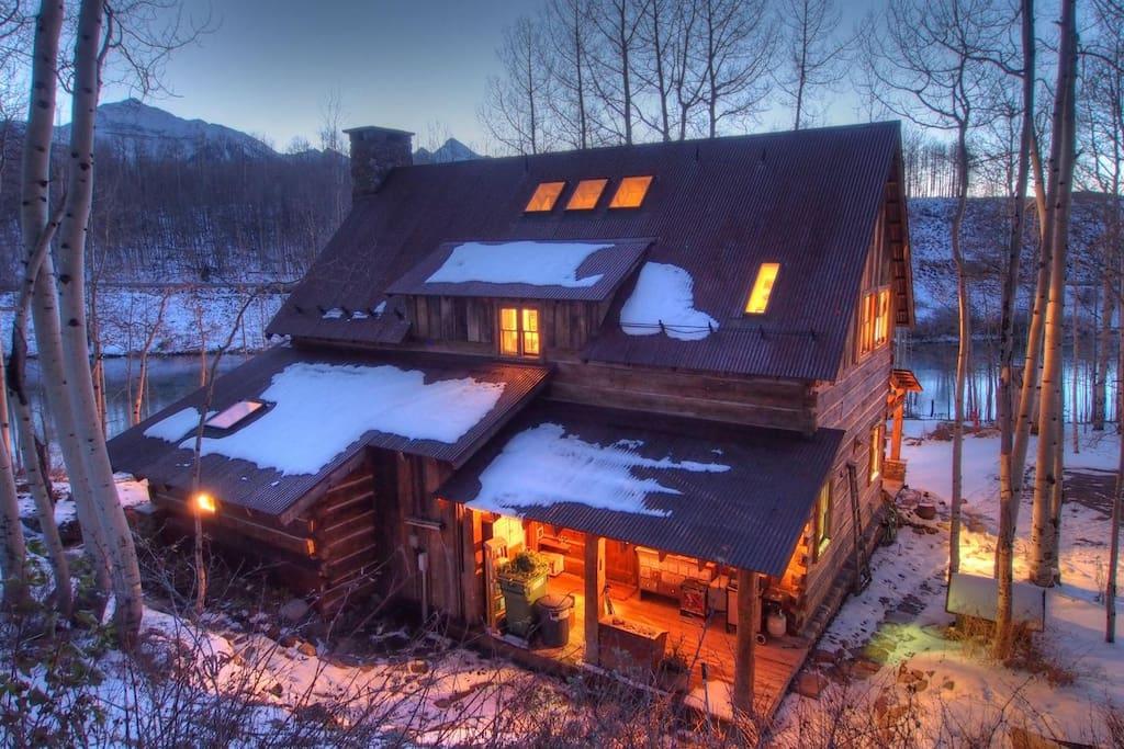 Cabin-on-Cushman-Lake-airbnb.jpg