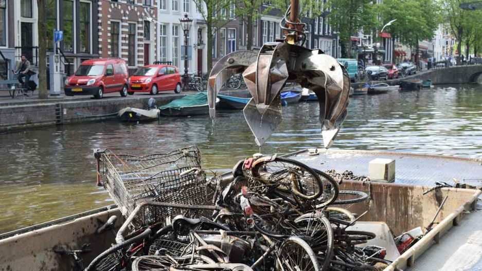 Fishing bikes out of the canals. // Source : Pien Huang