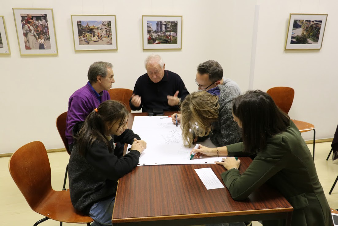 Residents creating a visual synthesis of what they heard during the interviews.