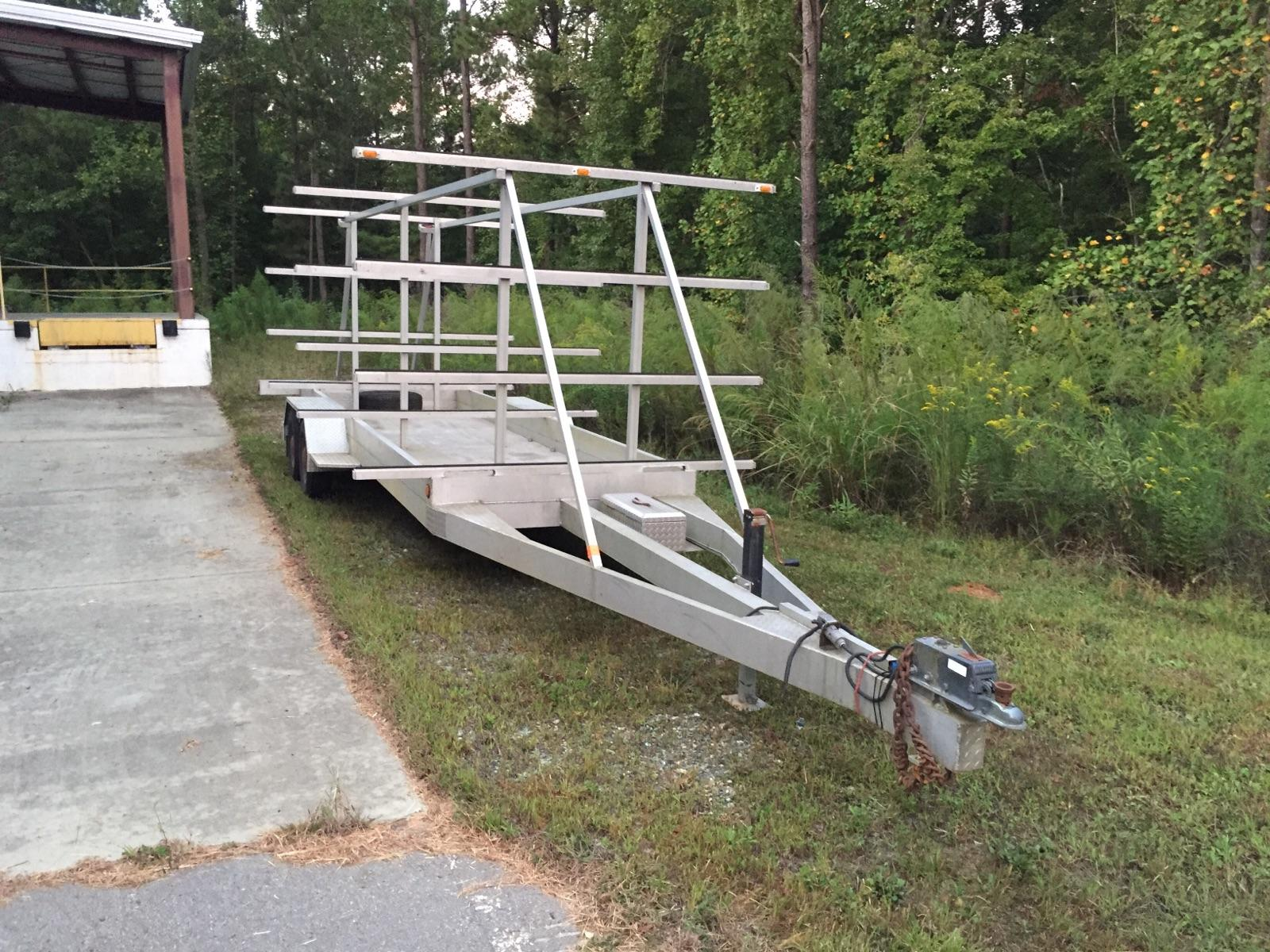 All aluminum: lightweight, easy to handle, nothing to rost