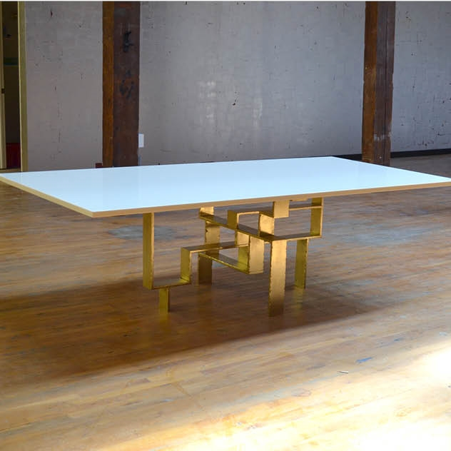 METROPOLIS DINING TABLE
