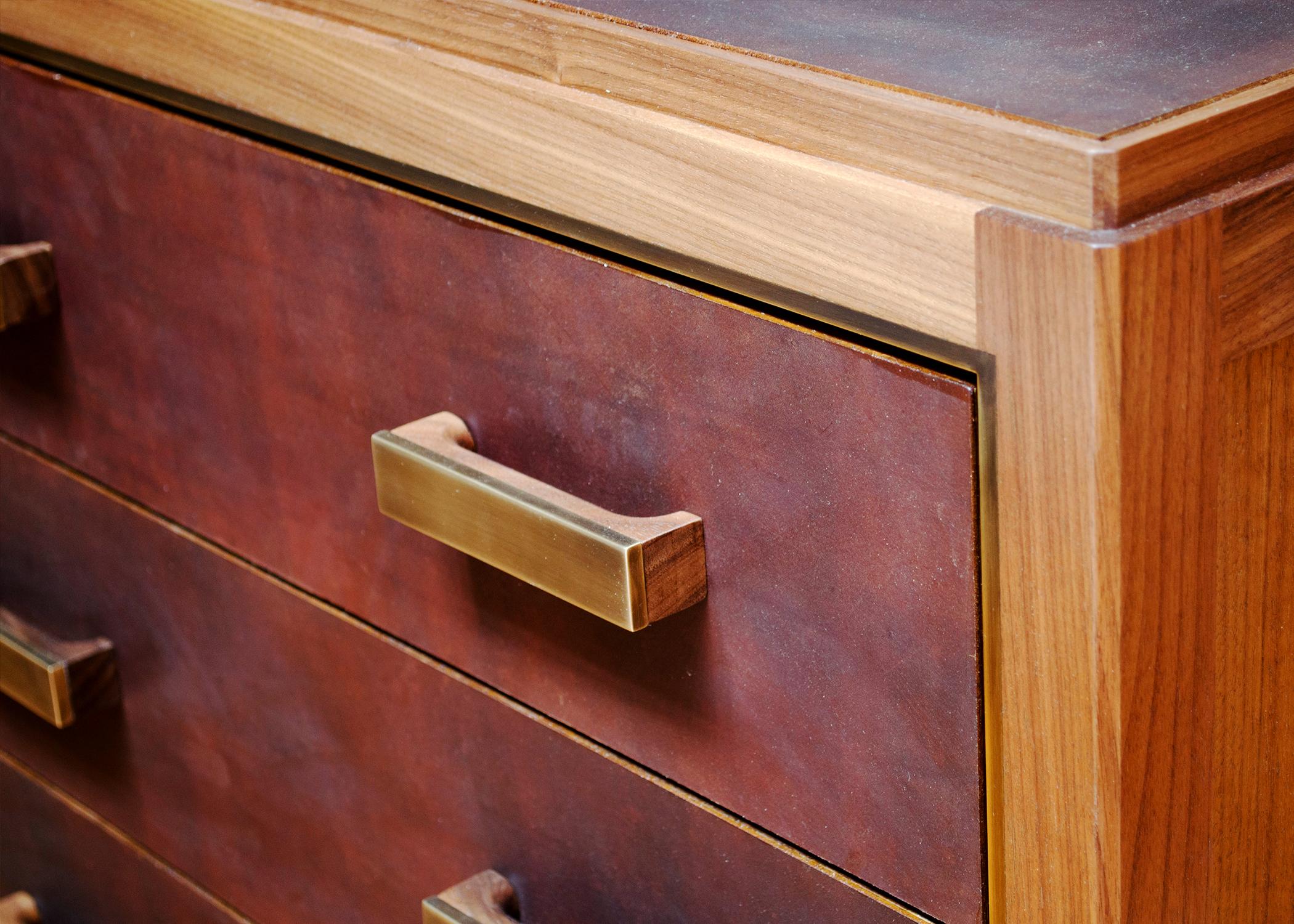 Abuelo_Bureau_3-drawer_AL_edit_horizontal_detail.jpg