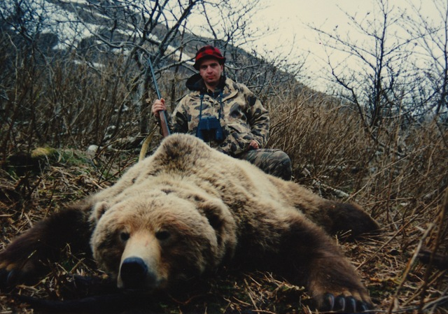 "Rod Bohn with his 9'5"" brown bear."