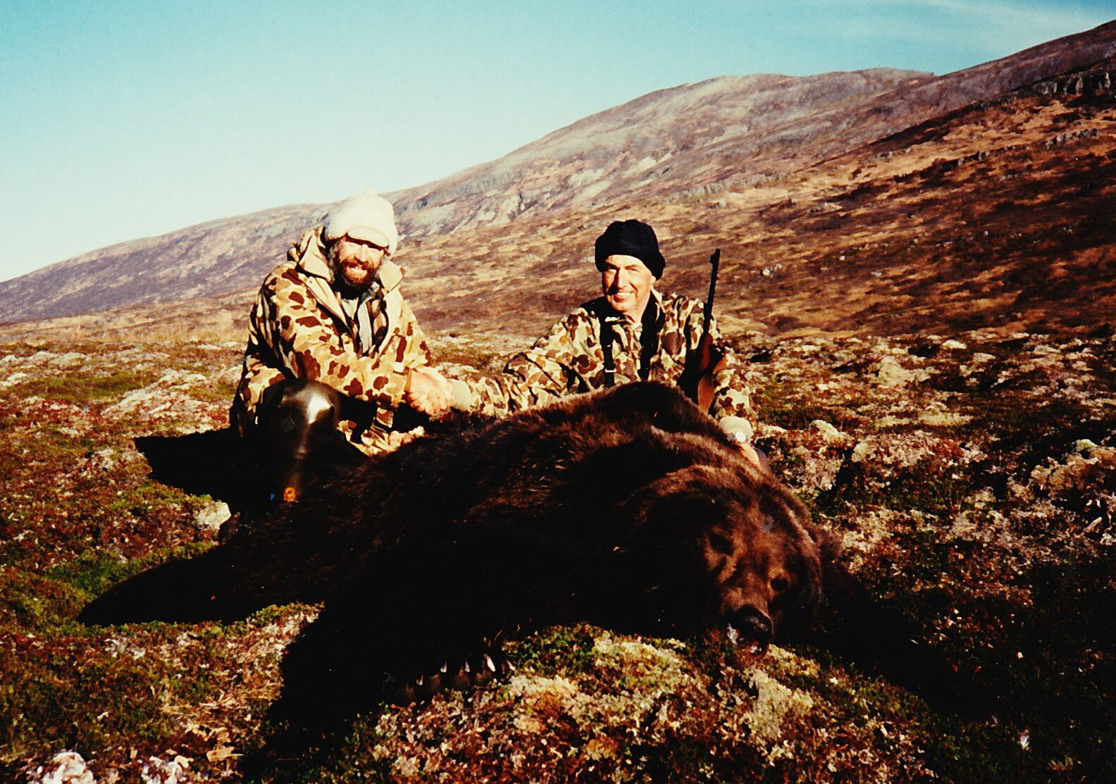 Bill Cloyd with his 10' fall brown bear taken in '89.