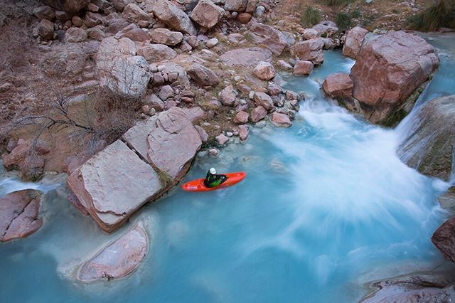 Just returned from an amazing few weeks paddling the Colorado River through the Grand Canyon!! 🚣🐑🤘Here's a bud on Havasu Creek. @esker_william_ #grandcanyon #havasueme