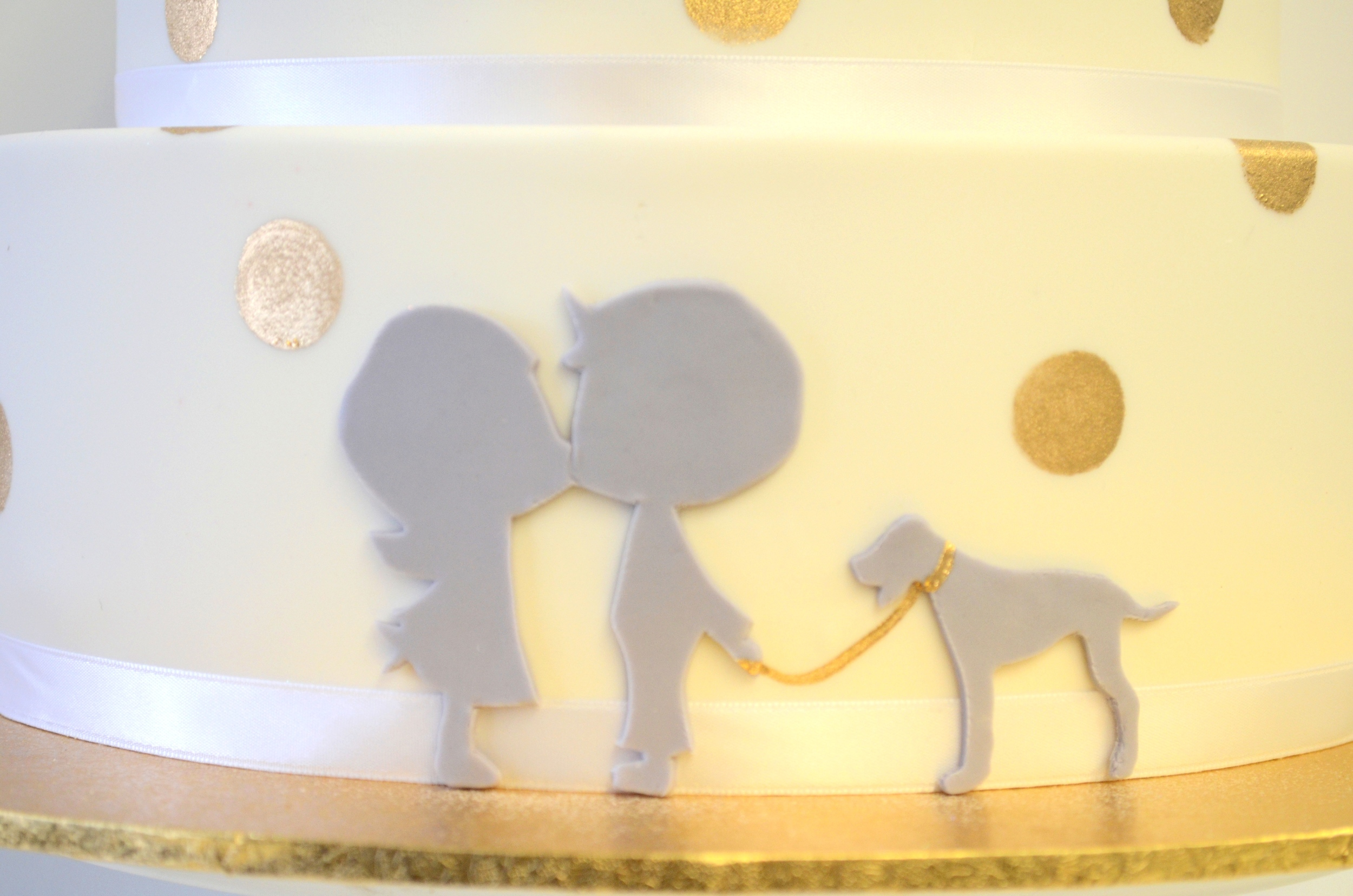 Vanilla Pod fondant wedding cake with gold confetti and sillouettes (1).JPG