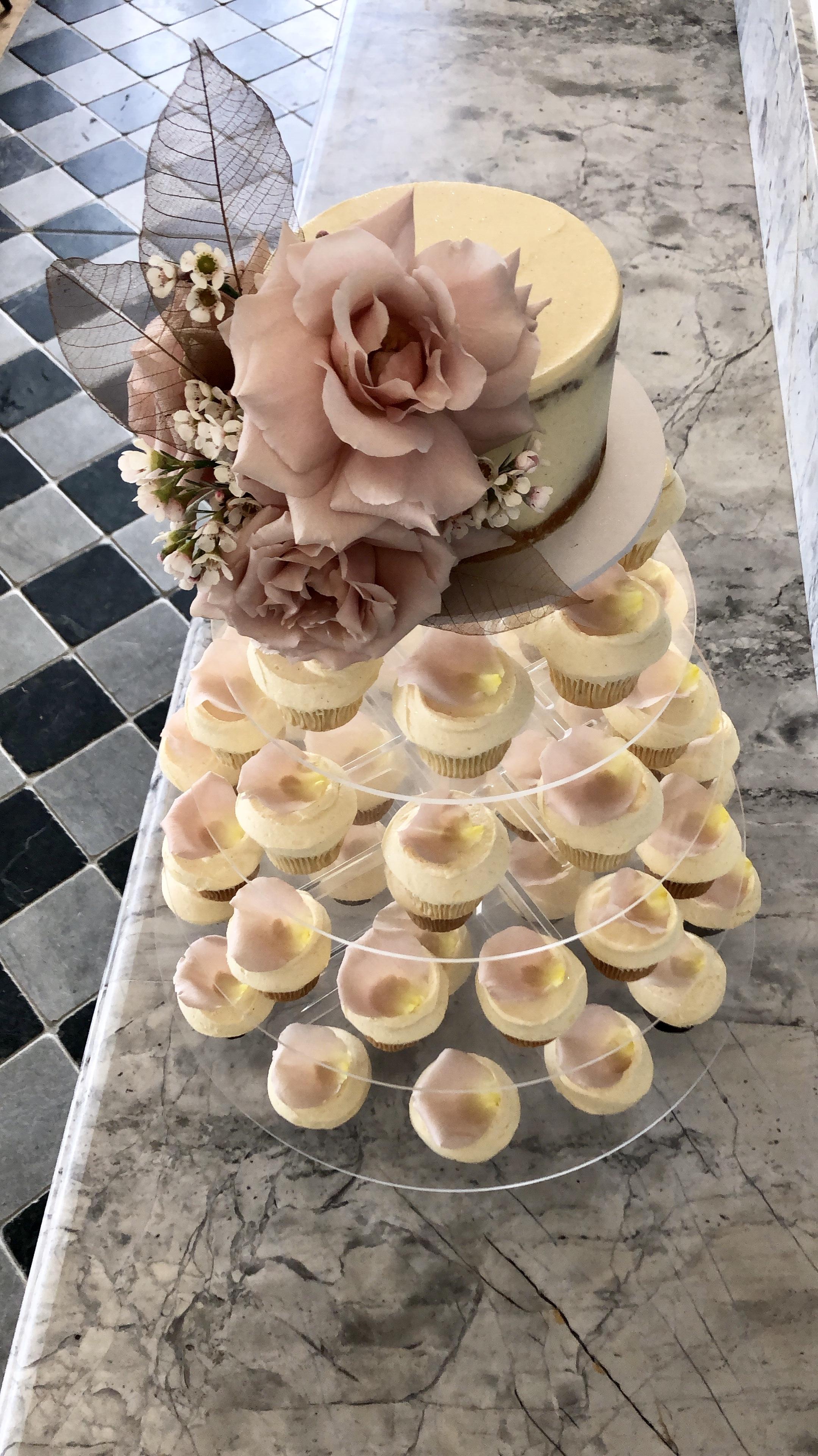 Vanillapod-weddingcakes-brisbaneweddings-buttercream-fondant (1).jpg