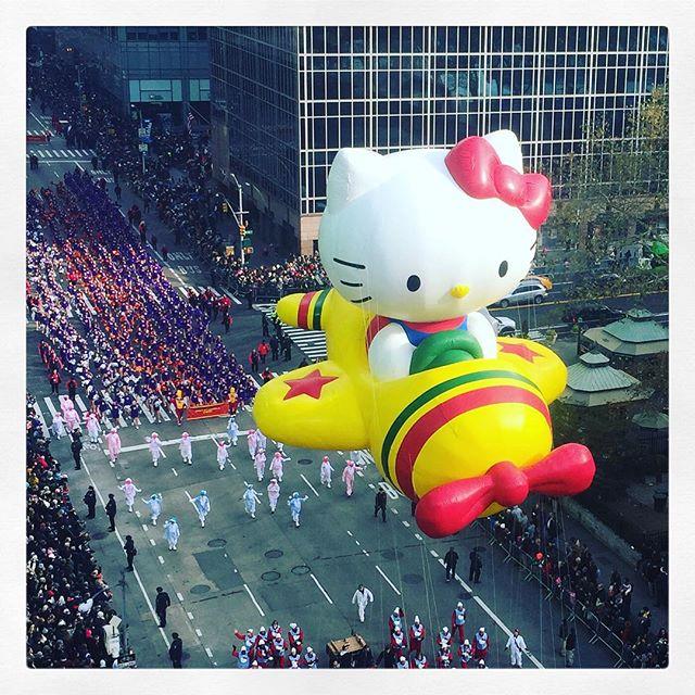 Hello Kitty #happythursday #tbt #macysthanksgivingdayparade #color #hellokitty @hellokitty @macys #love #currentmood #newyork
