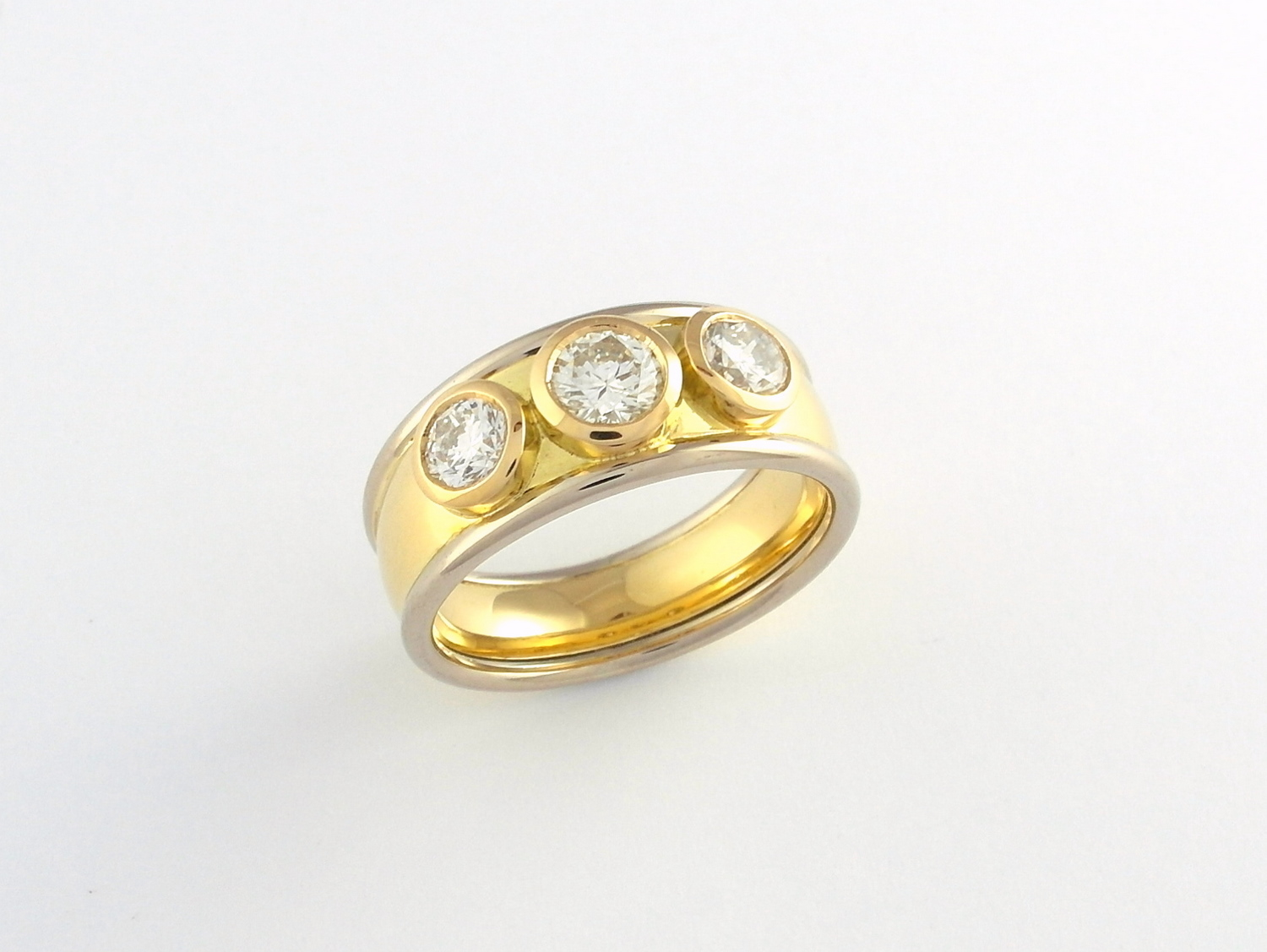 18ct white and yellow gold band set with 3 brilliant cut diamonds