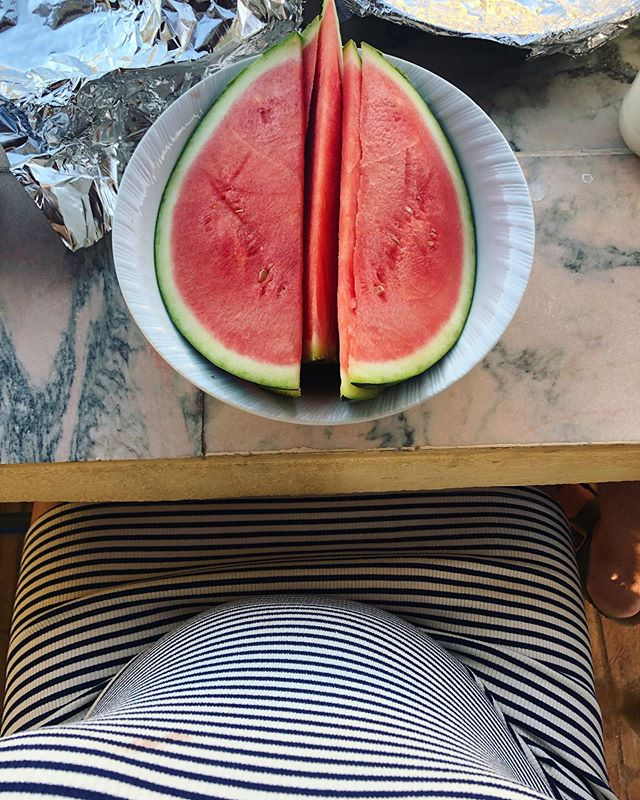 Guys, do you think I should slow down on the watermelon? 😂� #26weekspregnant