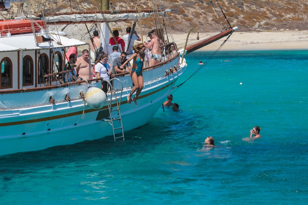 mykonos luxury travel boat rentals (2).jpg