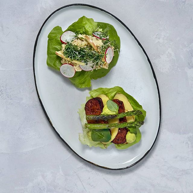 "🌱Plantbased SMØRREBRØD for tomorrow's lunch? Try one of our newest dishes🌱 . CHICKPEA ""SALAD"" with apples, cornichons, radish, kala namak and cress.🍴 . POTATO ""MAD"" with smoked organic tempeh, potatoes, asparagus and ramson mayo.🥔 . What's your favourite kind of smørrebrød? 🍞  #vegan #organic #lunch #glutenfree #copenhagen #simpleraw #newmenu #seasonal #gråbrødretorv #veganlunch"