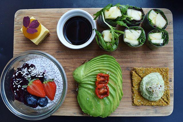 On Sunday's we brunch🍴 😍😋 // #simpleraw #gråbrødretorv9 #healthy #glutenfree #futurefood #madmedmedfølelse #vegan #vegansk #plantbased #vegancopenhagen #veggie #bowls #veganskmad #vegancph #tholstrup #brunch