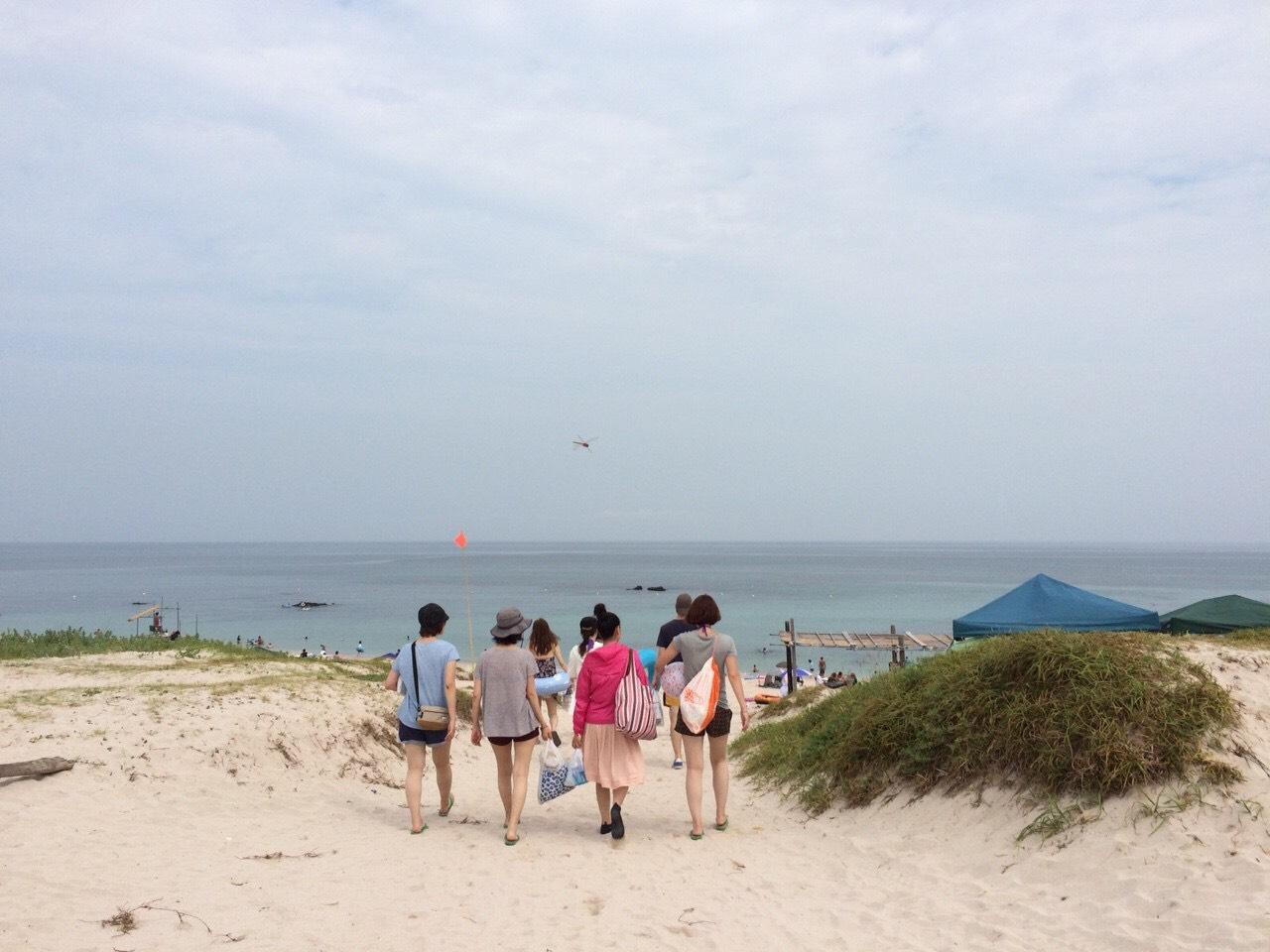 Tsunishima Beach babes!