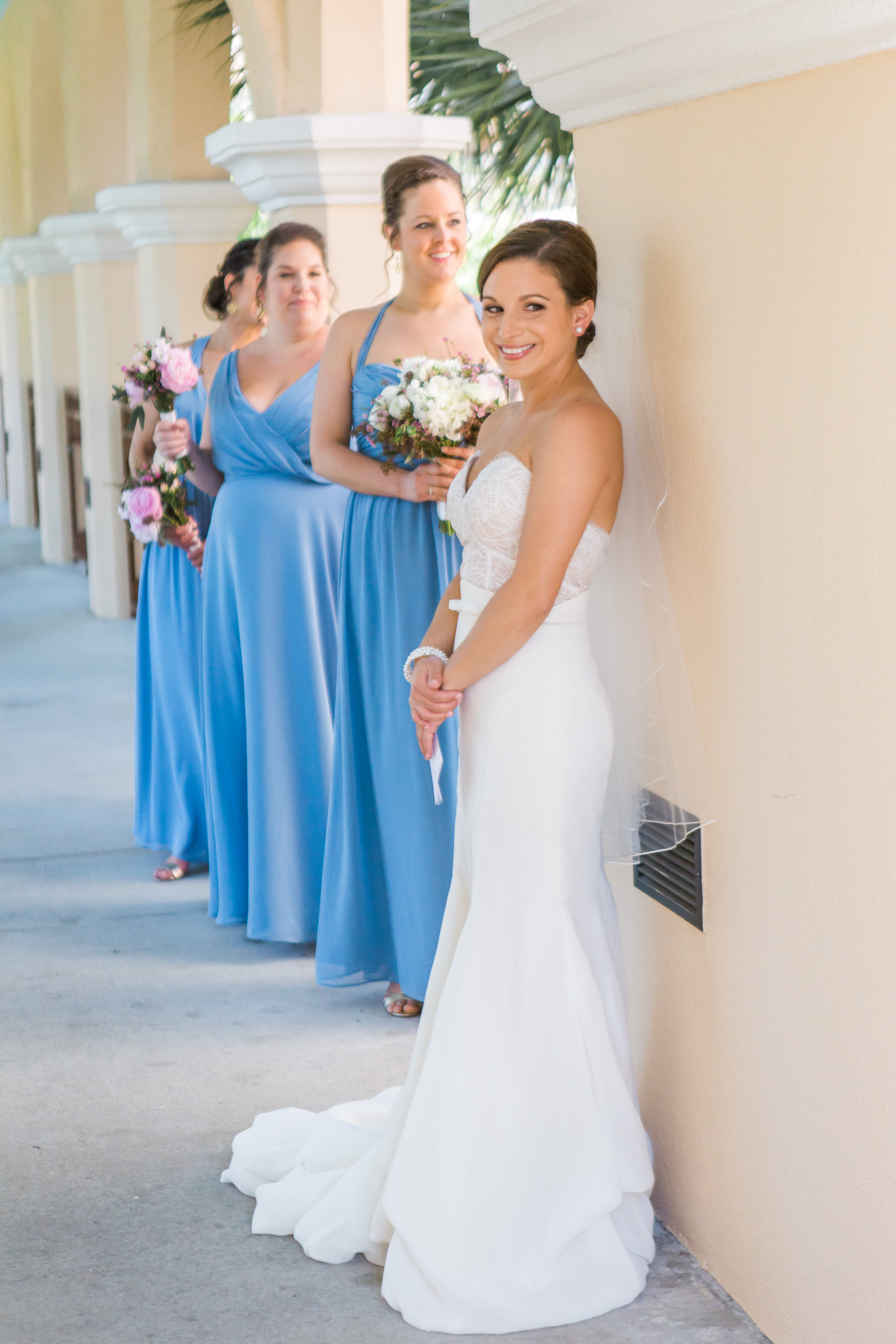 bride waits for her groom to exchange letters at the Rosen shingle creek resort