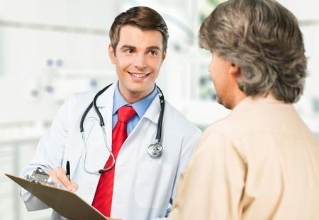 48079095_S_Doctor_Patient_Smiling_Clipboard_.jpg