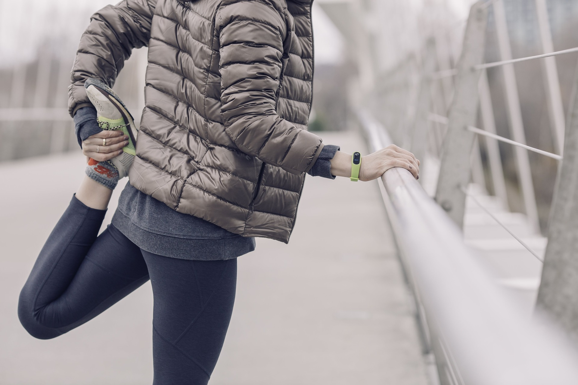 2557515_1920_Cold_workout_stretching_Feet_Weather_excerising_jacket.jpg