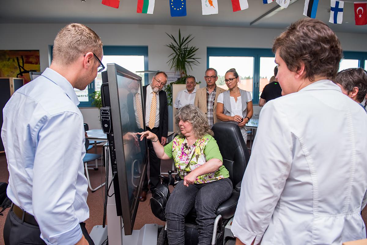 Richtig eingestellt können die modernen Lerhmittel problemlos auch für Menschen mit schweren Behinderungen zugänglich gemacht werden.