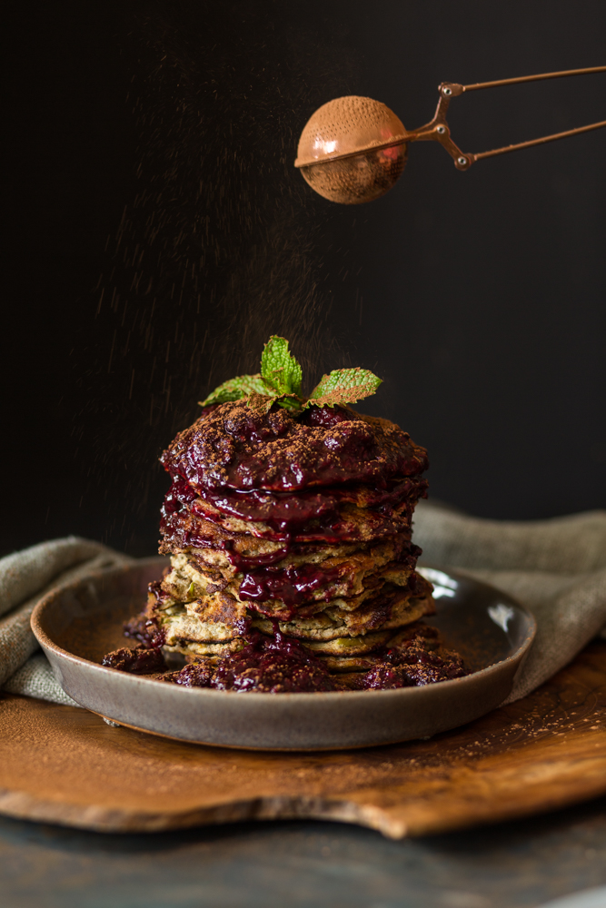 Healthy hotcakes with berry compote