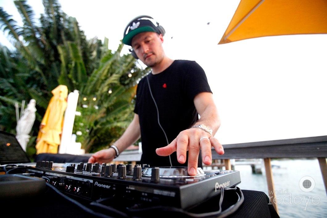 DJ Bounce.jpg