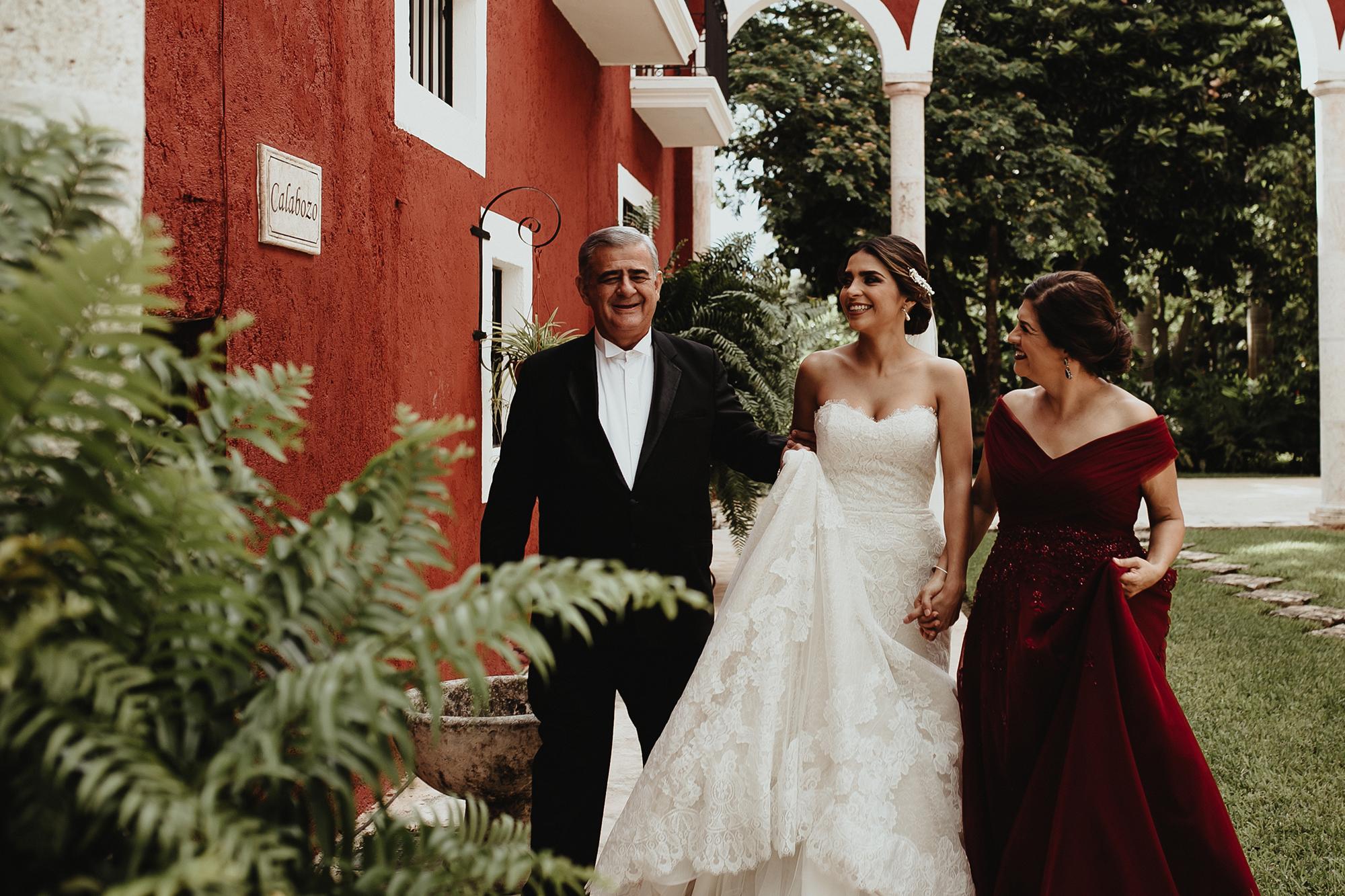 0127F&Yslide_WeddingDstination_MeridaYucatan_HaciendasMerida_BodasMexico_BodasYucatan_Boda_Destino.jpg