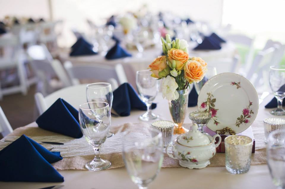 Vintage_China_CenterpiecesFlowers_Simply_Yours_Weddings_Carnton_Justin_Wright_Photography.jpeg