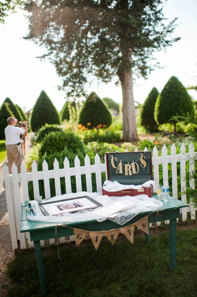Vintage_Suitcase_GuestBook_Flowers_Simply_Yours_Weddings_Carnton_Justin_Wright_Photography.jpeg