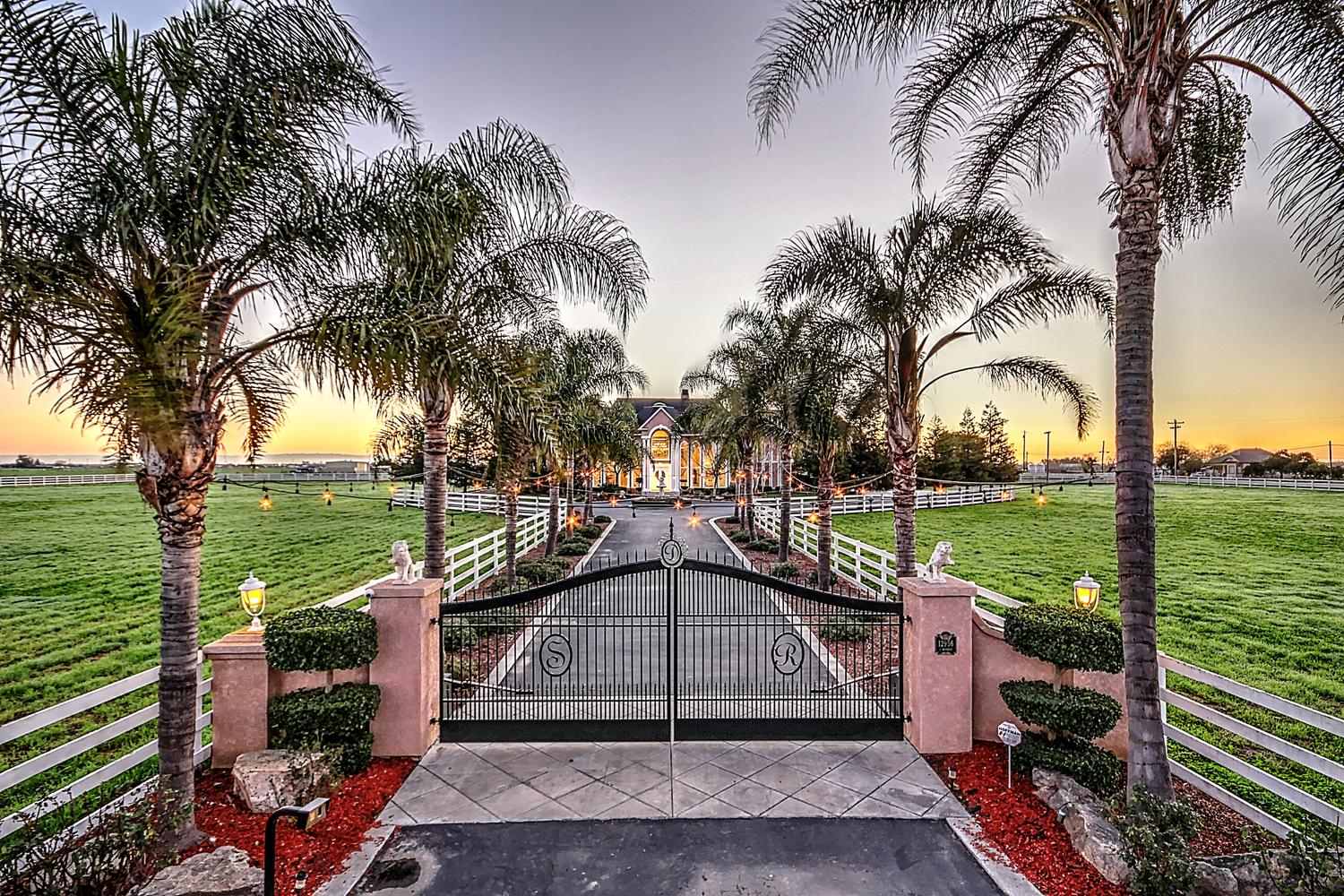 12956  Monroe Ave Los Banos CA-large-001-Welcome to The Glass Mansion-1500x1000-72dpi.jpg