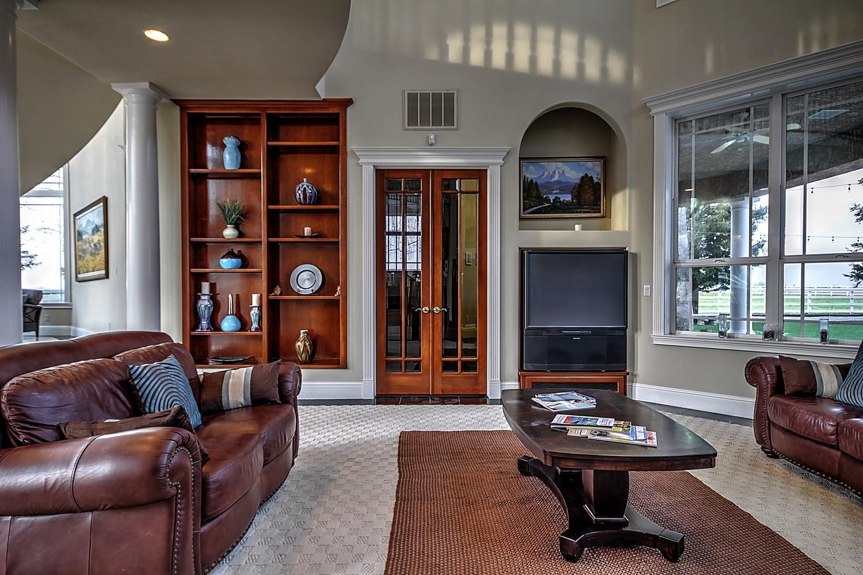 12956  Monroe Ave Los Banos CA-large-014-Living Room-1500x1000-72dpi.jpg