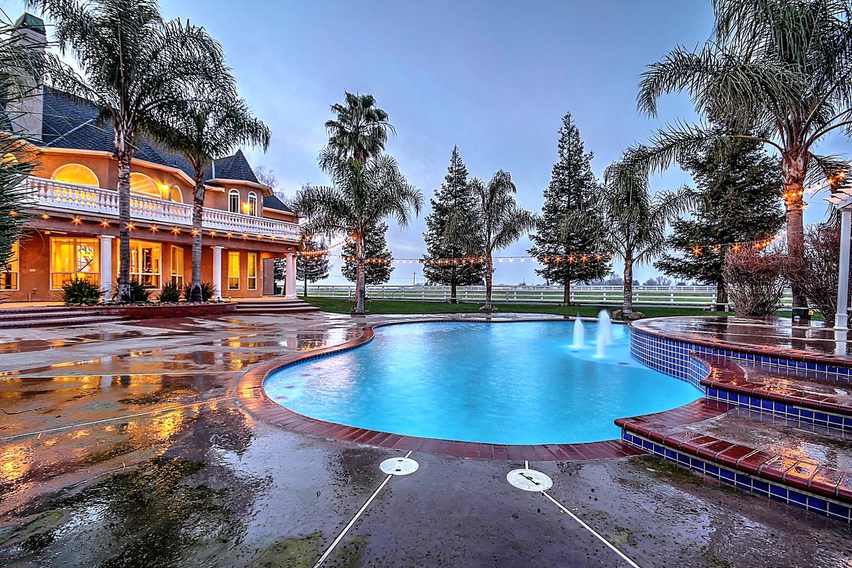 12956  Monroe Ave Los Banos CA-large-069-Pool  Dusk-1500x1000-72dpi.jpg