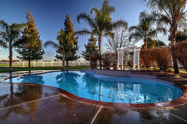 12956  Monroe Ave Los Banos CA-large-081-Pool  Dawn-1500x1000-72dpi.jpg