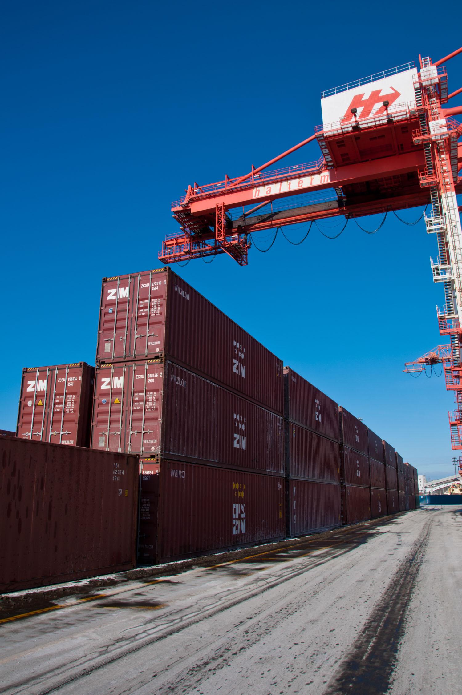 amfraser-Bloomberg News-Port of Halifax-Halterm Container Terminal-Halifax NS-7197-photo by Aaron McKenzie Fraser-www.amfraser.com-.jpg