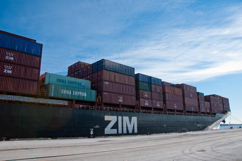 amfraser-Bloomberg News-Port of Halifax-Halterm Container Terminal-Halifax NS-7205-photo by Aaron McKenzie Fraser-www.amfraser.com-.jpg