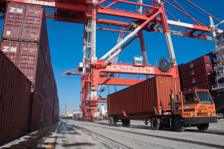 amfraser-Bloomberg News-Port of Halifax-Halterm Container Terminal-Halifax NS-7218-photo by Aaron McKenzie Fraser-www.amfraser.com-.jpg