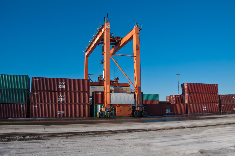 amfraser-Bloomberg News-Port of Halifax-Halterm Container Terminal-Halifax NS-6919-photo by Aaron McKenzie Fraser-www.amfraser.com-.jpg