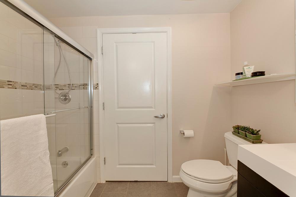 555 Massachusetts Ave NW-print-019-19-Bathroom-4200x2800-300dpi.jpg