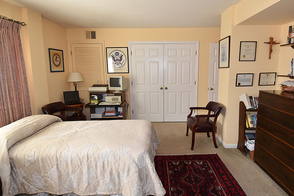 1301 N Courthouse bedroom 6.jpg
