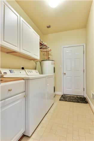 Web_Main Level-Washer and dryer..JPG