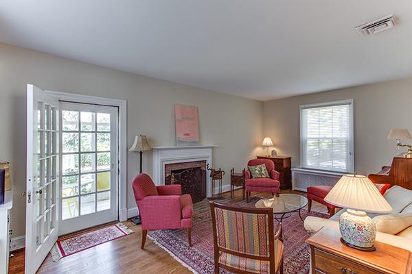 4307 38th St NW Washington DC-print-039-32-Family Room-4200x2800-300dpi.jpg