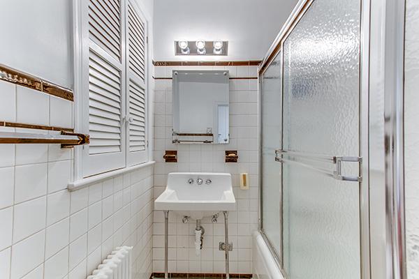 4307 38th St NW Washington DC-print-060-49-Bathroom-4200x2800-300dpi.jpg