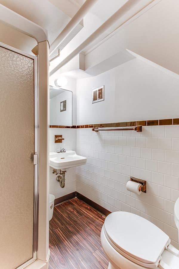 4307 38th St NW Washington DC-print-069-56-Bathroom-2800x4200-300dpi.jpg