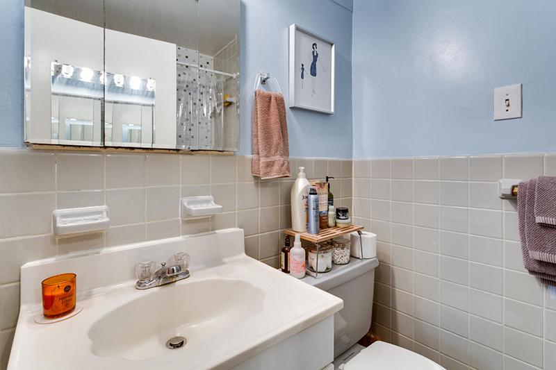 5406 Connecticut Ave NW 704-large-024-4-Bathroom-1500x1000-72dpi.jpg