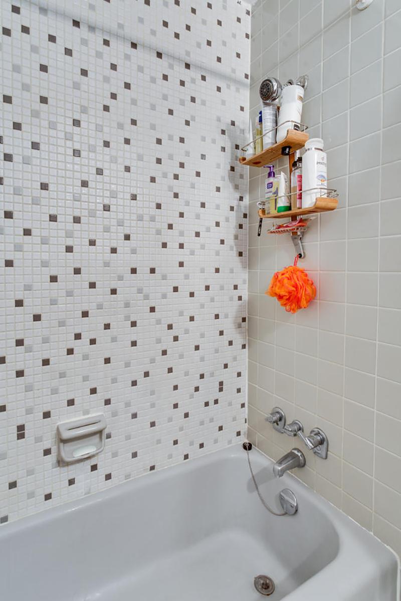 5406 Connecticut Ave NW 704-large-025-6-Bathroom-667x1000-72dpi.jpg