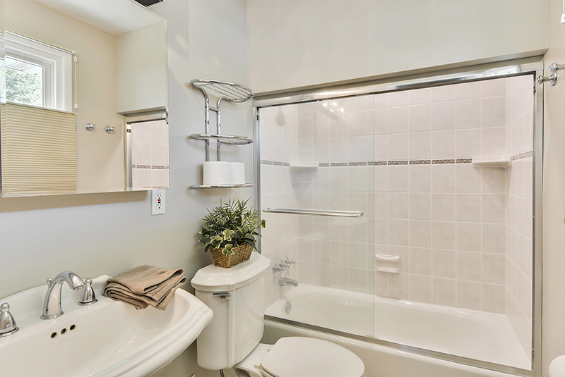 Main Level-Master Bath-DSC6081.jpg
