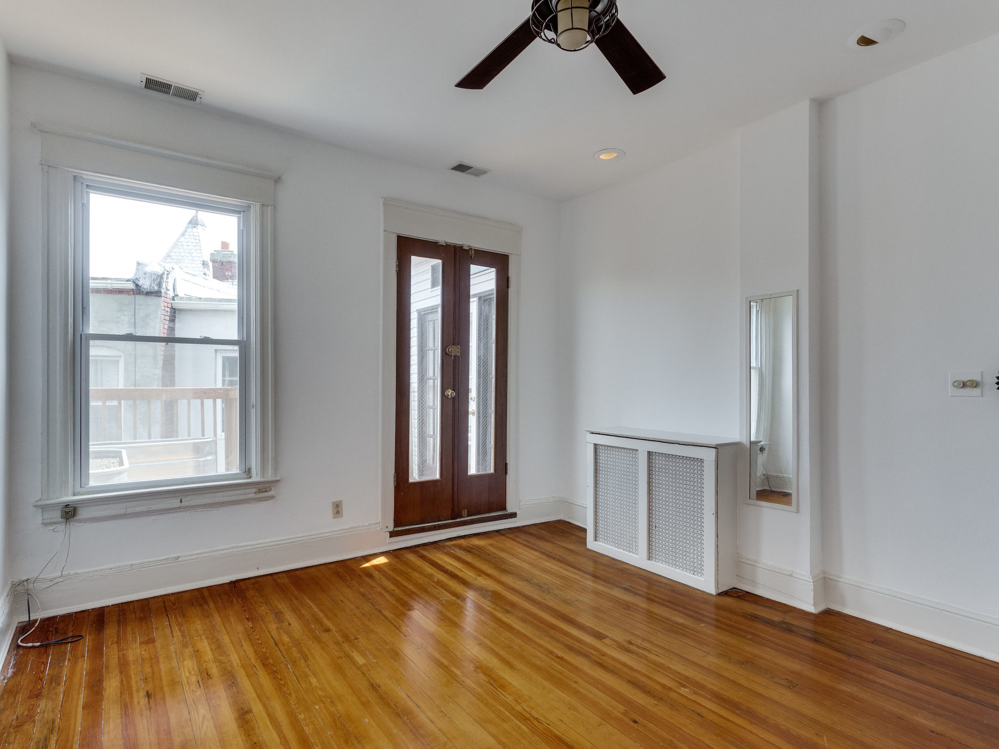 132 Rhode Island Ave NW-MLS_Size-032-41-Bedroom 1-2048x1536-72dpi.jpg