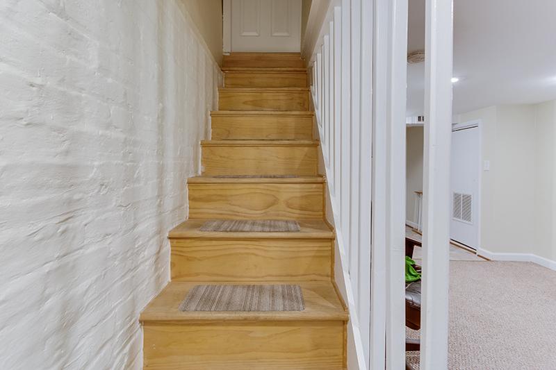 328 Bryant St NE Washington DC-print-044-45-Staircase-4200x2800-300dpi.jpg